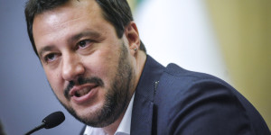 Forza Italia firma 2 dei referendum proposti dalla Lega