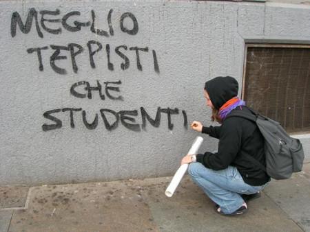 Meglio_teppisti_che_studenti_-_scritta_sul_muro